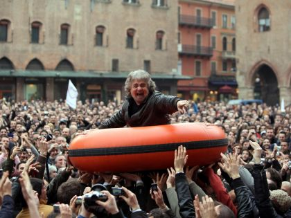 beppe_grillo_gommone.jpg