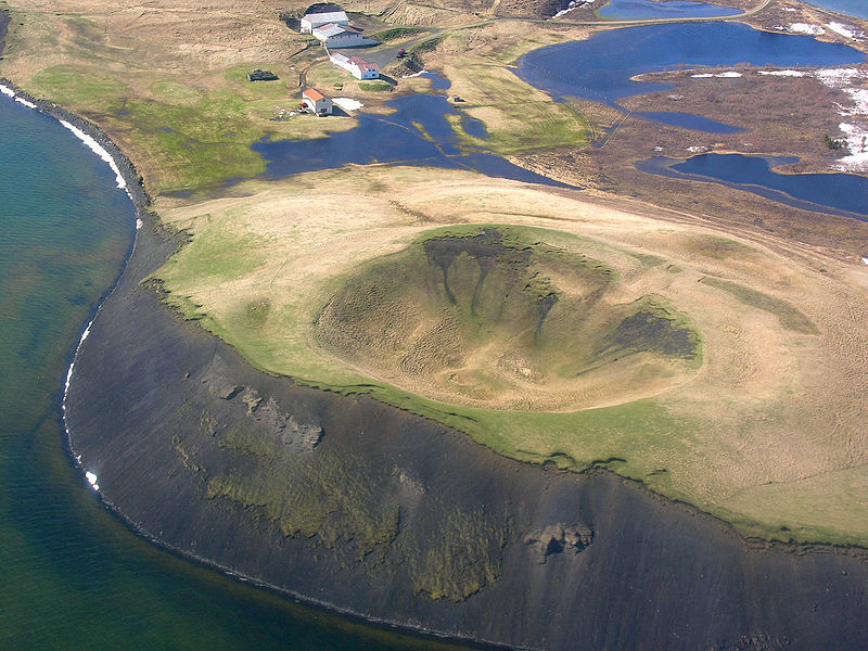 800px-aerial_view_of_a_pseudo_crater_at_myvatn_21052008_15-21-31.JPG